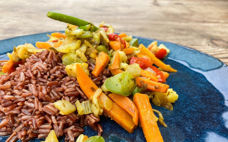 'Gesundes Fastfood: Roter Reis mit Thai Gemüse'